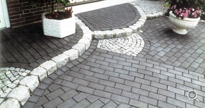 Entrance area. Paving with black paving clinker.