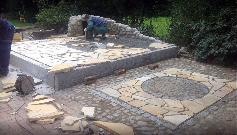 Preparatory work for polygonal panel laying for hot tub (wooden bathtub) with firewood storage.